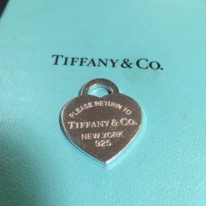 Tiffany & Co Return to Tiffany heart med charm